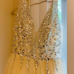 Formal dress. Beige 16